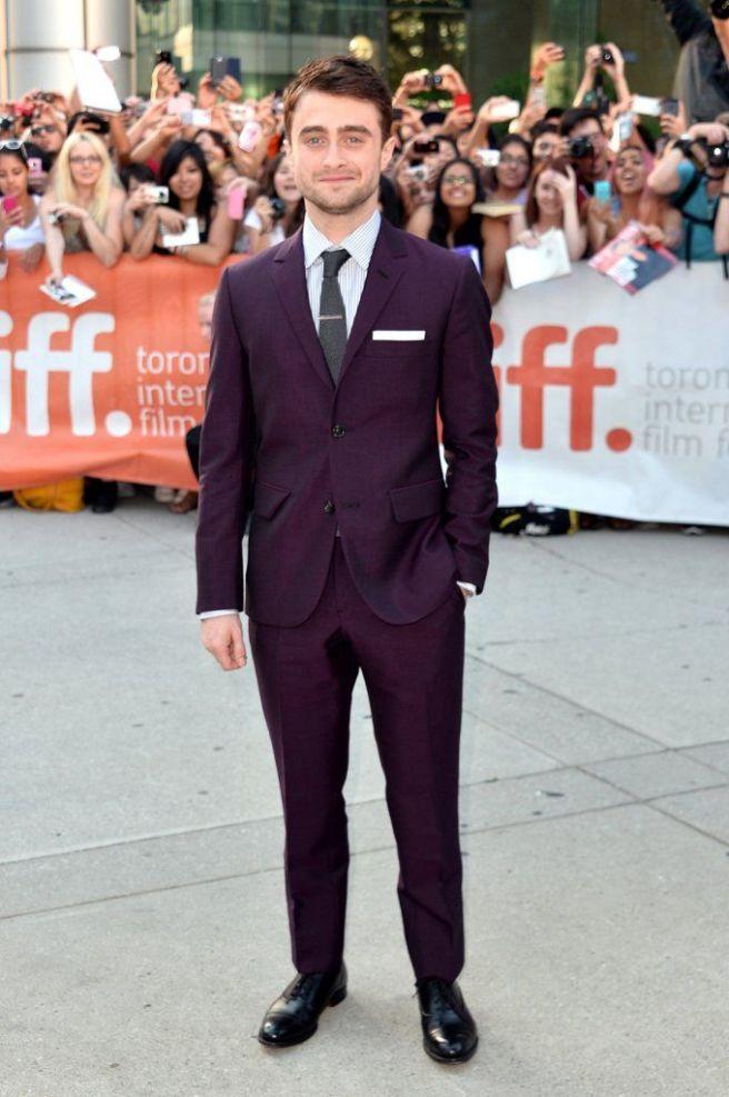 Daniel-Radcliffe-in-purple-suit